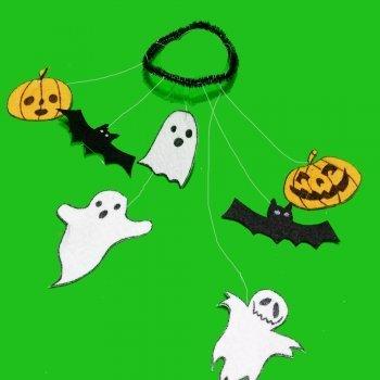 Móvil de fantasmas y calabazas