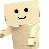 Disfraz de robot con cajas de cartón, manualidad infantil