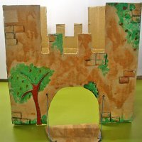 Castillo de fantasía con cajas de cartón. Manualidad infantil
