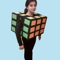 Disfraz de cubo de Rubik. Manualidades para niños