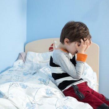 Los niños que se hacen pis en la cama deben ir al médico