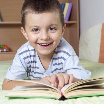 Jugar con los libros para estimular la lectura de los niños