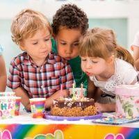 Fiesta de cumpleaños feliz para los niños