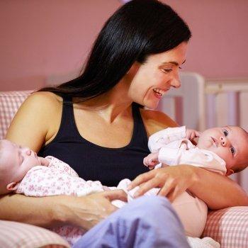 Amamantar a mellizos o gemelos