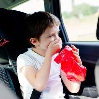 Evitar los mareos y vómitos de niños y bebés en los viajes en coche