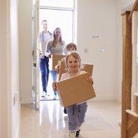 Un cambio de casa y de ciudad para los niños pequeños