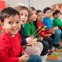 Cuándo y cómo pueden los niños estudiar música