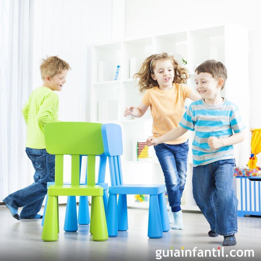 El juego de las sillas para ni os for Sillas para ninos de 3 a 6 anos