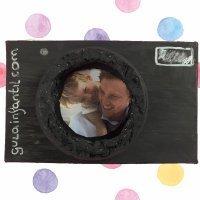 Caja con forma de cámara de fotos. Manualidades de reciclaje