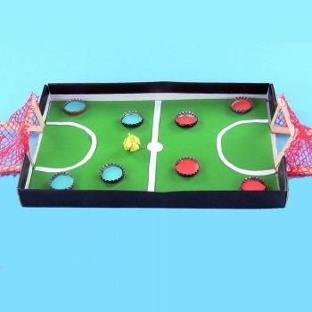 Campo de fútbol de chapas para niños