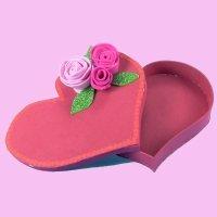 Caja con forma de corazón. Manualidades con goma eva