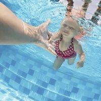 7 pasos para enseñar a nadar a un niño
