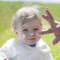 Cómo aplicar las cremas solares a los niños