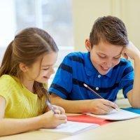 Juego para enseñar a los niños a escribir una redacción