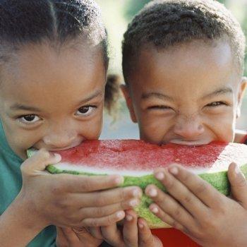 Beneficios de los alimentos de temporada para los niños
