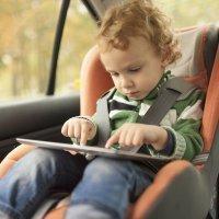 Accesorios peligrosos para la silla de los bebés en el auto