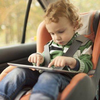 Accesorios peligrosos para la silla de los beb s en el auto for Sillas para el auto para ninos 3 anos