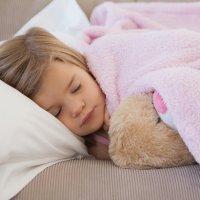 Los peligros de dormir demasiado para los niños