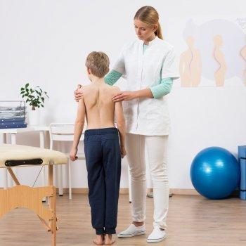 Problemas comunes de espalda en los niños