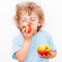 Fruta con piel para los niños: sí o no