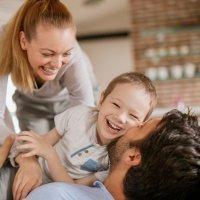 Educar a los niños con humor