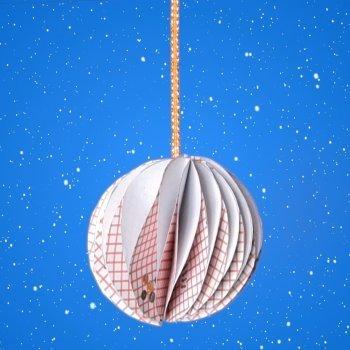 Bola de Navidad de origami. Manualidades con papel