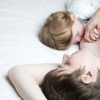 Cómo y cuándo retirar la toma de la noche del bebé