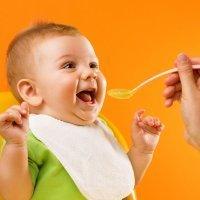 Riesgos de adelantar la alimentación complementaria en el bebé