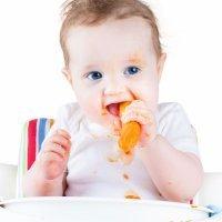 Beneficios de comer con las manos para el bebé