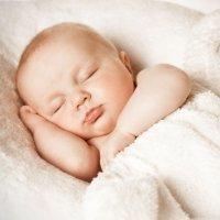 Espasmos del bebé al dormir