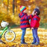 Por qué los hermanos menores admiran a los mayores