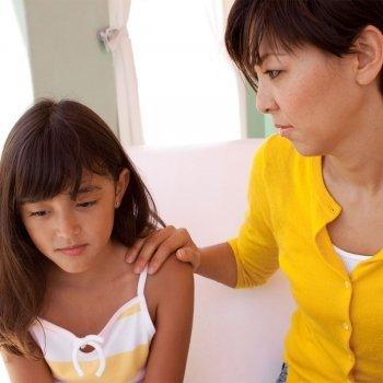 Por qué no debes usar el chantaje emocional para educar a tus hijos