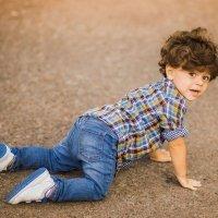 Mi hijo se cae mucho, ¿es normal?