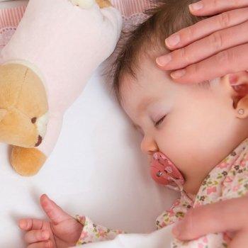 Cómo prevenir la cabeza plana del bebé