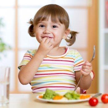 Qué cantidad de proteínas debe consumir un niño
