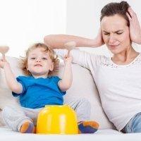 Niños que no paran de cantar, silbar o hacer ruido