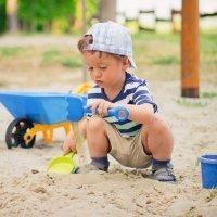 Beneficios de jugar con la arena para los niños