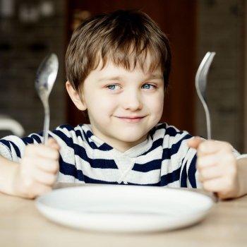 Qué deben cenar los niños que comen en el colegio