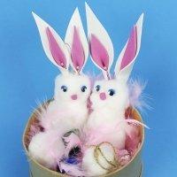 Conejo de Pascua suave y esponjoso. Manualidades con algodón