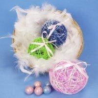 Huevos de Pascua de lana con sorpresa