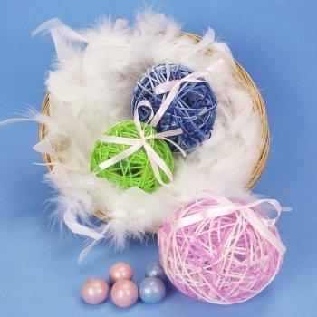 Huevos de Pascua con sorpresa. Manualidades infantiles con lana