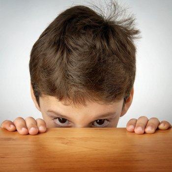 Niños que se vuelven muy tímidos a medida que crecen