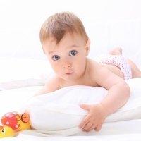 Por qué el bebé no debe usar almohada para dormir