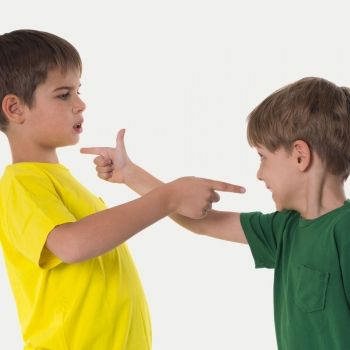 Enseñar al niño a defenderse sin violencia