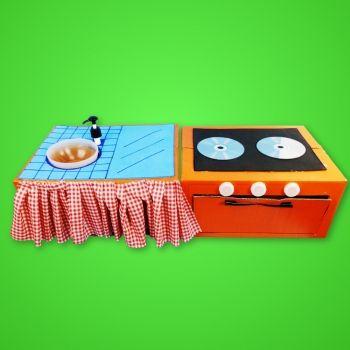 Cocina de juguete con cartón