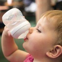 Alimentación para combatir el calor en bebés menores de 2 años