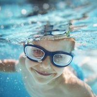 Gafas de buceo: 5 motivos por los que tu hijo debe usarlas