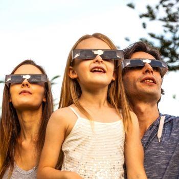 Consejos para ver un eclipse solar con los niños de forma segura