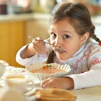Alimentos para ayudar a los niños a combatir el frío