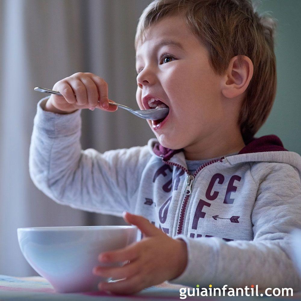 Desayuno De Los Niños En La Vuelta Al Colegio